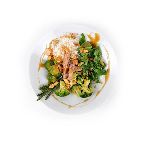 Arroz con verduras, soja y pescado azul