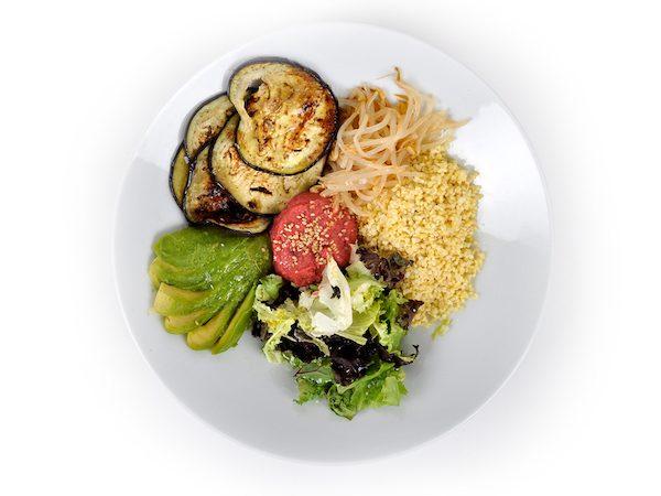 06-Mijo-con-brotes-verduras-y-humus-de-remolacha-con-pechuga-de-pollo