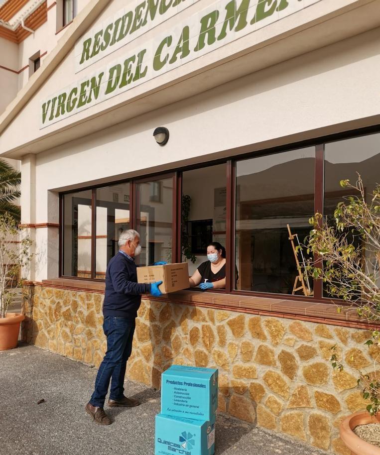 El Grupo SCA entrega material sanitario a la residencia de ancianos de Castell de Ferro